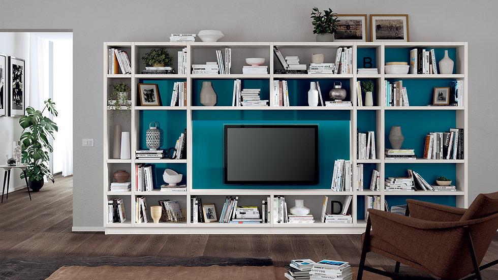 Жилая композиция для использования в книжном шкафу и место для телевизора, с системой стен «Fluida» и открытыми отсеками разн