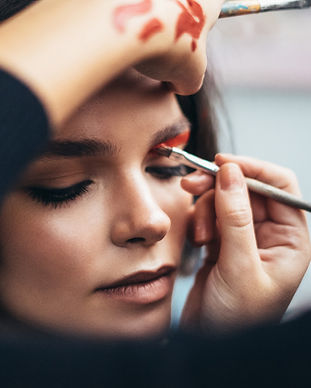 Makeup%20Artist%20_edited.jpg