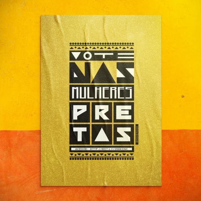 """Cartaz dourado com os dizeres """"Vote em Mulheres Pretas"""" em letras e detalhes gráficos que fazem referência à cultura preta e africana Colado em uma parede amarela e laranja."""