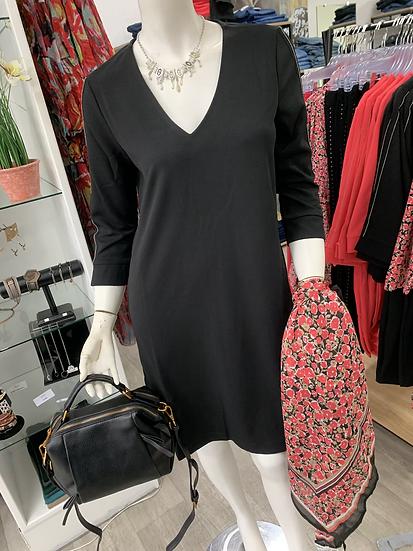 Petite robe noire col V