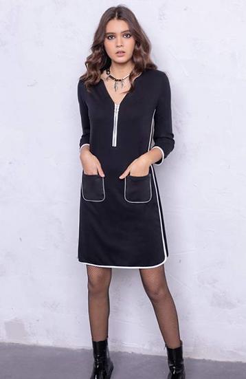 Petite robe noire avec détails blanc