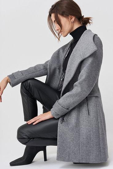 Manteau à fourrure synthétique sur le col