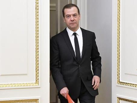 Медведев: СССР нет, это государство вам ничего не должно