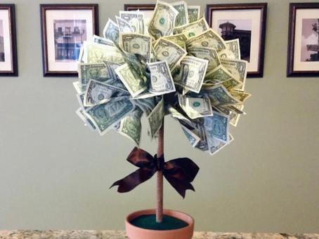 Большинство россиян считают деньги лучшим подарком