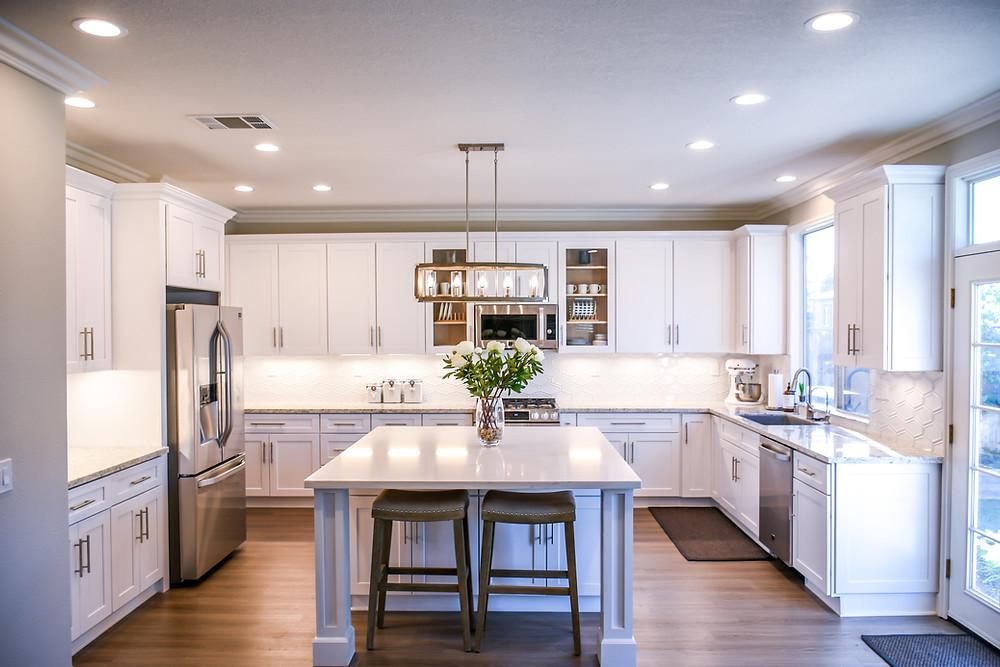 Picture of a pristine, white kitchen.