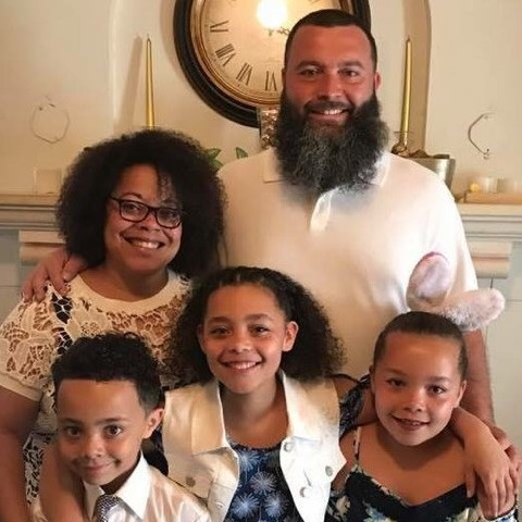 Chris, his wife Monica & his 3 children, Alex (9), Kaia (11) and Jada (9)