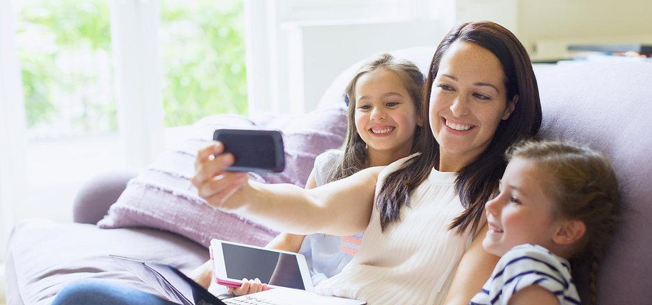 baby-sitter selfie