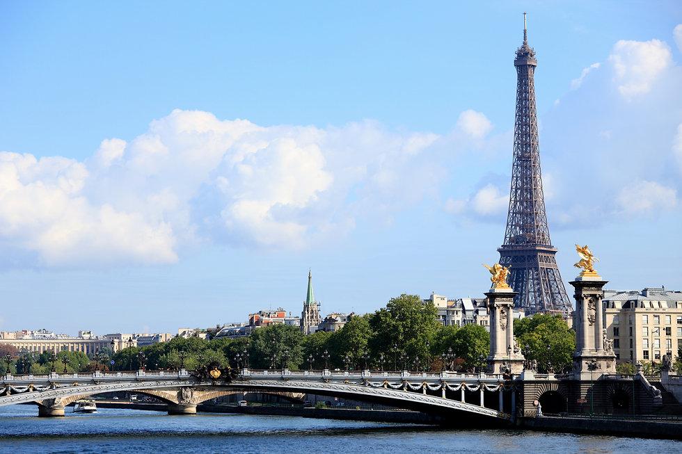 paris-eiffel-tower-with-bridge_edited.jp