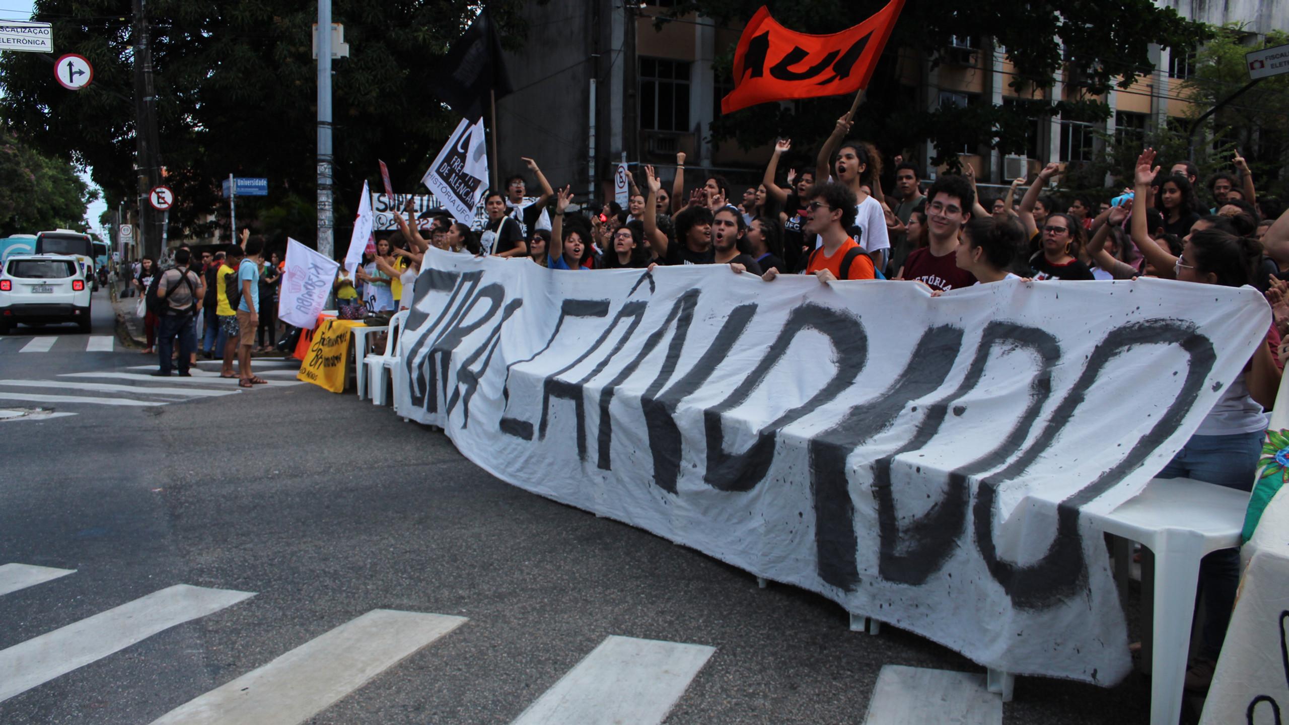 """Primeiro """"cadeiraço"""" após a nomeação de Cândido Albuquerque (Foto: Camilo Panzera)"""