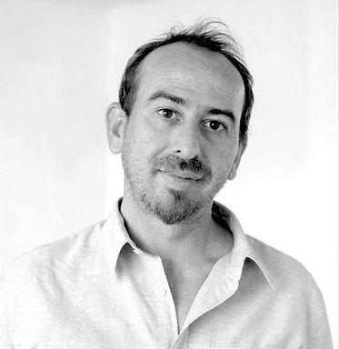 Roberto Salinas.jpg