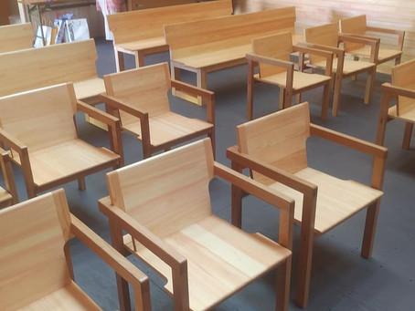 田辺市の教会に長椅子を納品いたしました。