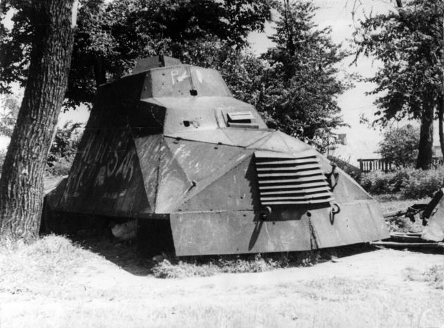 Kubuś_armored_vehicle_left