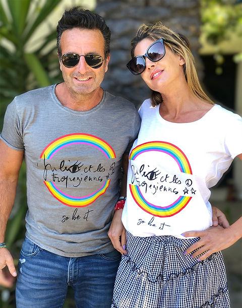Laurent Mouton et Julie portent les T-shirt de Julie et les Tropeziennes les robes de  Saint-Tropez