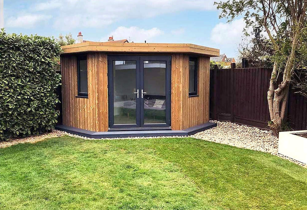 An adapted Hive Garden Room by Image Garden Rooms