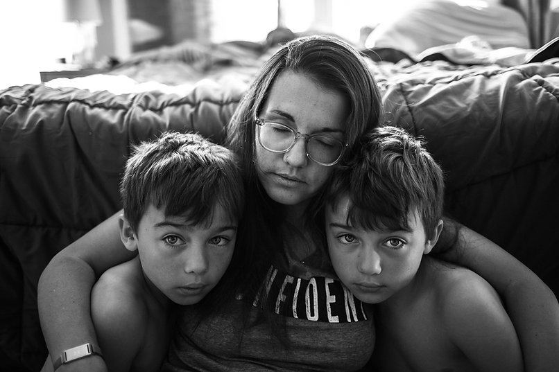 mom-at-home-during-lockdown-with-kids-ov