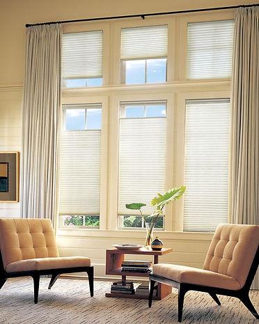 A rolókhoz hasonlóan ez az árnyékoló is jól kombinálható hagyományos  függönnyel. 66103fae0f