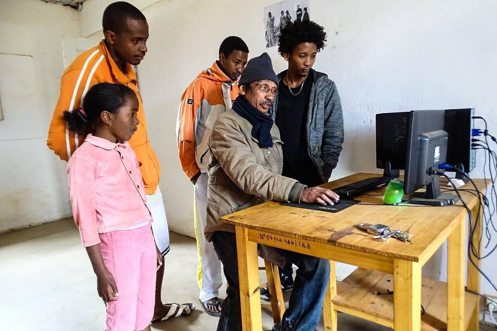 5 computer per village