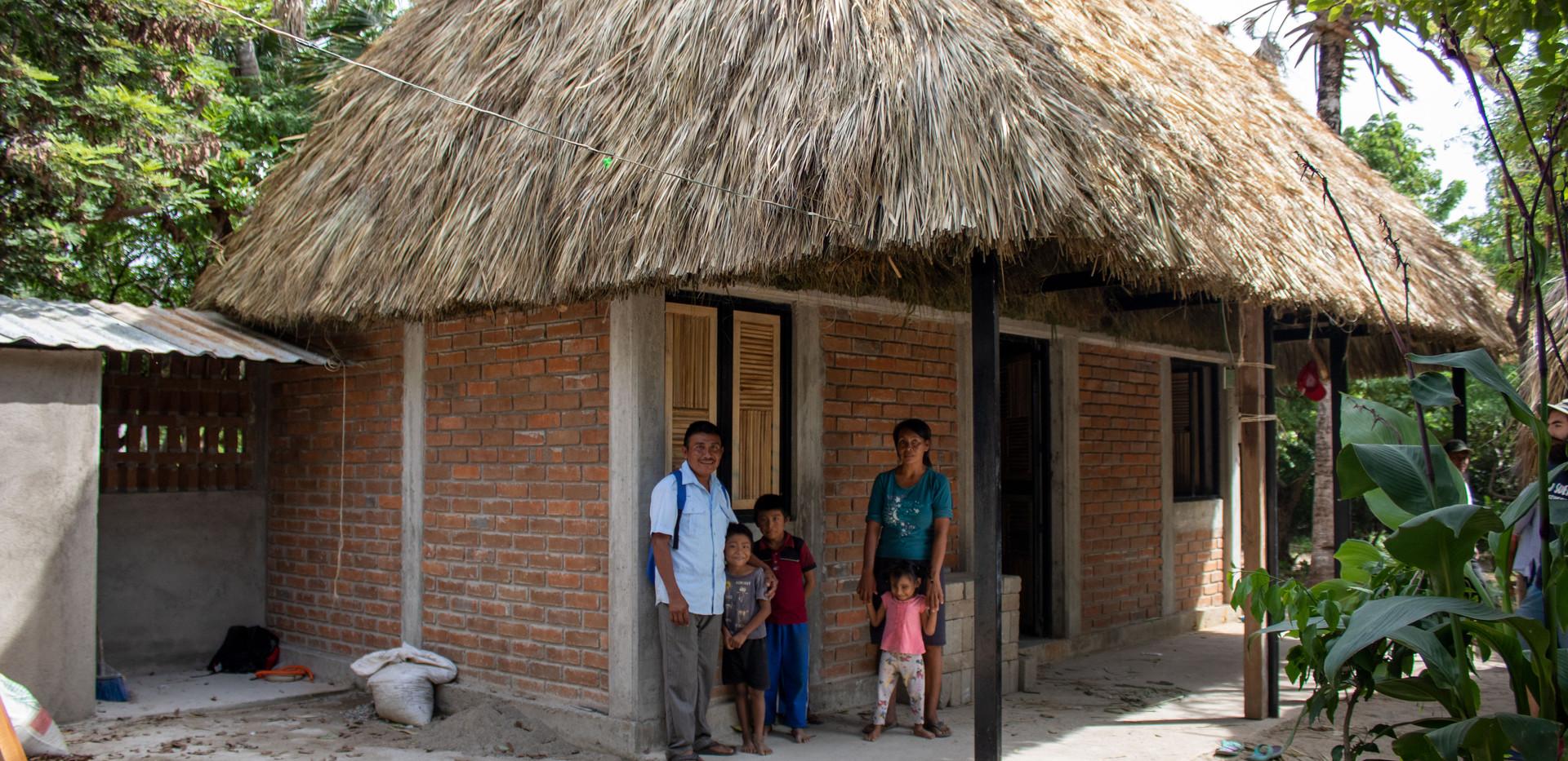 modelo de casa con techo de palma