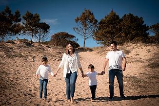 Sesión de fotografía de familia en Sanxenxo de uno punto cuatro fotografía