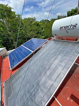 paneles solares_Fotor.jpg