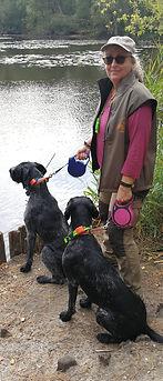 Anja mit Codi und Krümel am Finkenmoorsee im Wernerwald