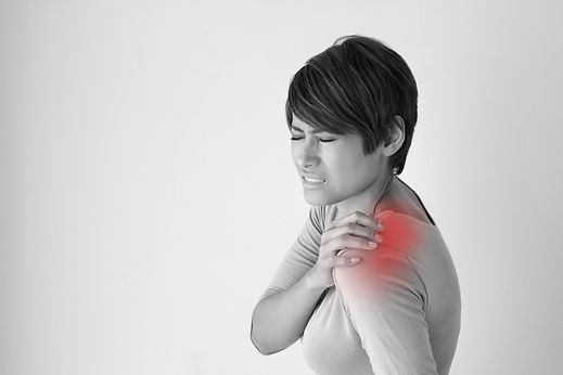 woman with shoulder pain or stiffness.jp