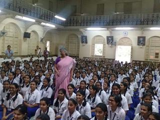 पुस्तकांचे पंख लावून उंच भरारी घ्या : डॉ. अरुणा ढेरे