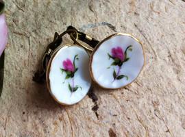 Free Designer Earring White / Gold From Sistalk.co.uk