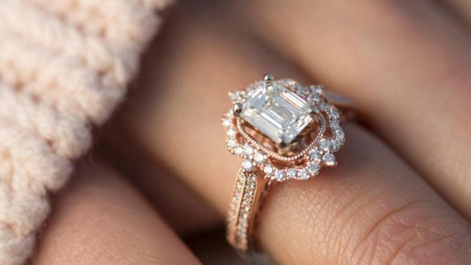 Aan-welke-hand-draag-je-een-verlovingsri