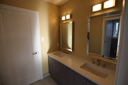 Rossland-Bathroom1