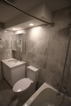 Queen Elizabeth-Bathroom2