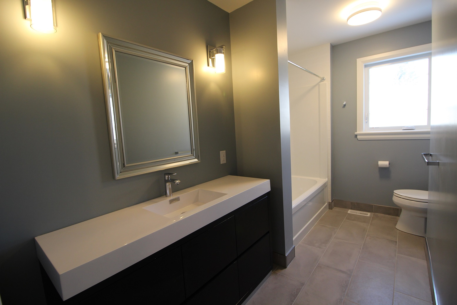 Rossland-Bathroom3