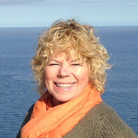 Lois Palmer | Co-owner, Lead Designer & Admin. Manager