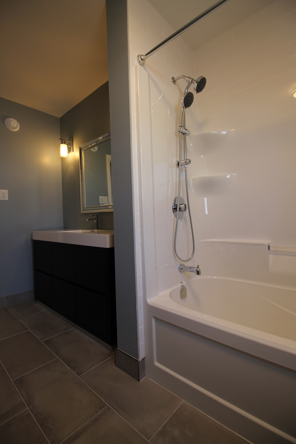 Rossland-Bathroom4