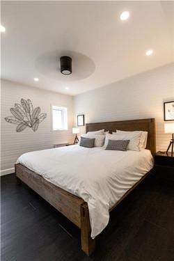 Laurentian-bedroom1