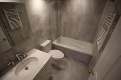 Queen Elizabeth-Bathroom1