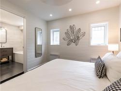 Laurentian-bedroom2