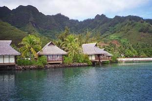 Hotel rooms on the lagoon, Moorea