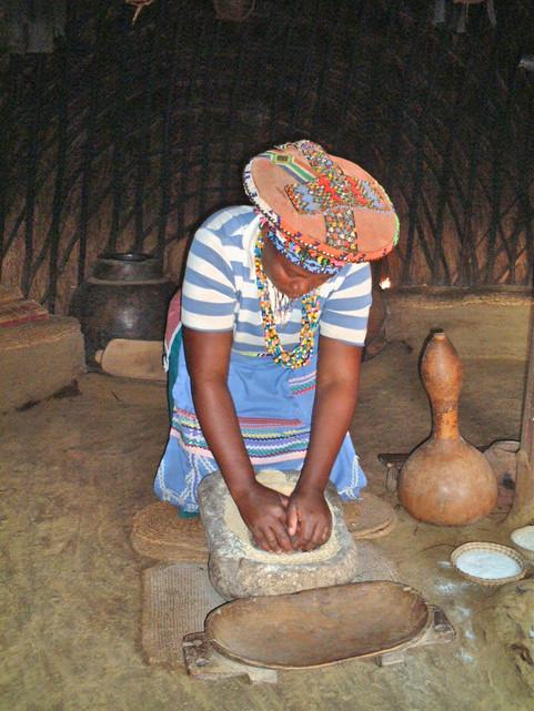 PheZulu - traditional Zulu village and dancing