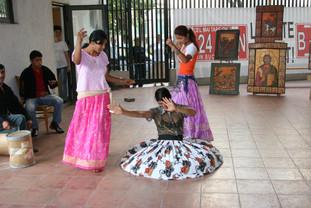 Roma women dancing