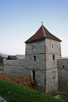 Medieval_defensive_wall_and_tower,_Braşo