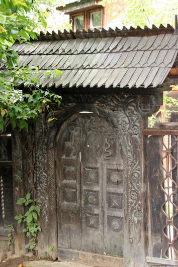 Decorated gate from the Maramureş region