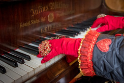 Queen of Hearts at Piano II