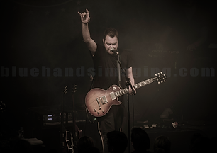 xxPrime-Circle-1-Ross-guitar-raised-arm-