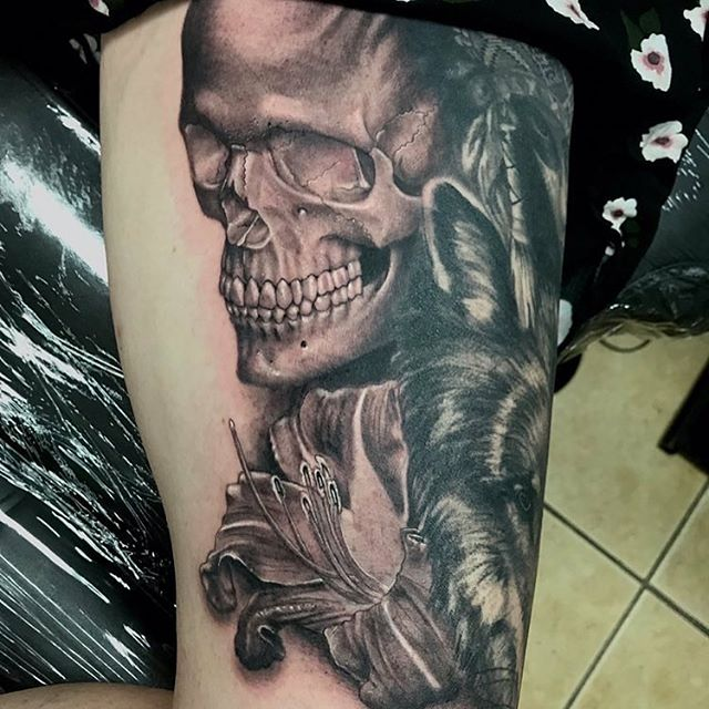Shawn Elliott _shawn_elliott_isa added this remarkable skull to this ongoing thigh collection! 💀❤️