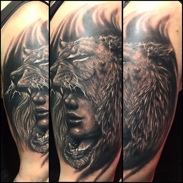Resident Ikonic Artist, Shawn Elliott _shawn_elliott_isa, rocked this out at the _tommystattooconven