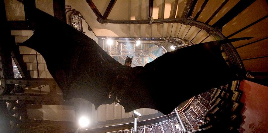 batmanbegins-batman-stairs-glide.jpg