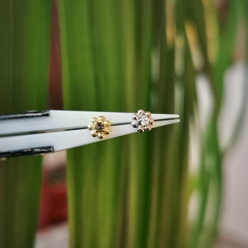 Flower end with prong set gemstone