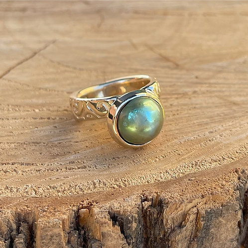 Yellow Gold Mabe Pearl Ring