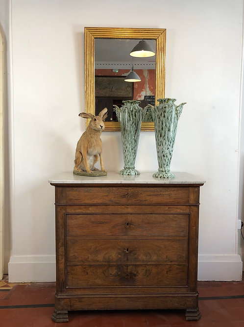 A charming pair of vases